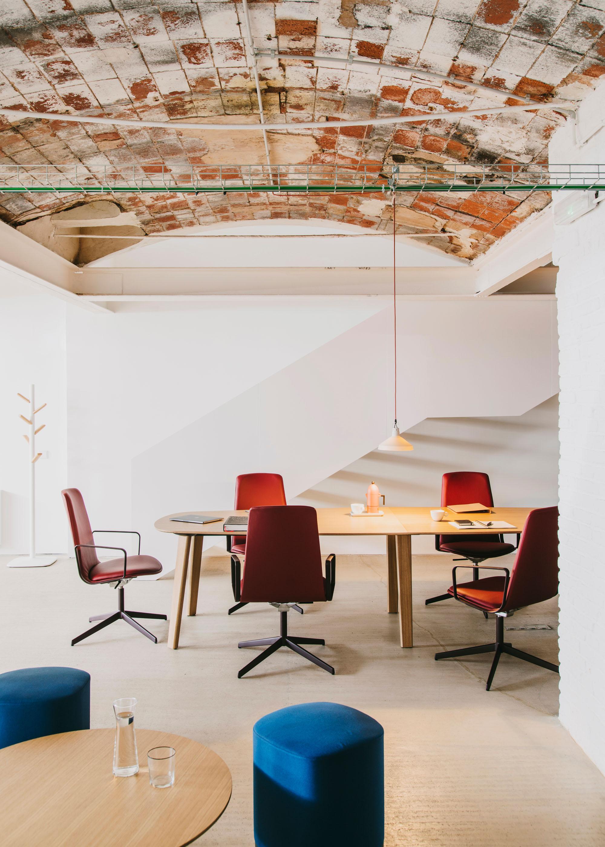 #furniture #enea #design #clase #basque #chairs #interiors #montoya #workspace