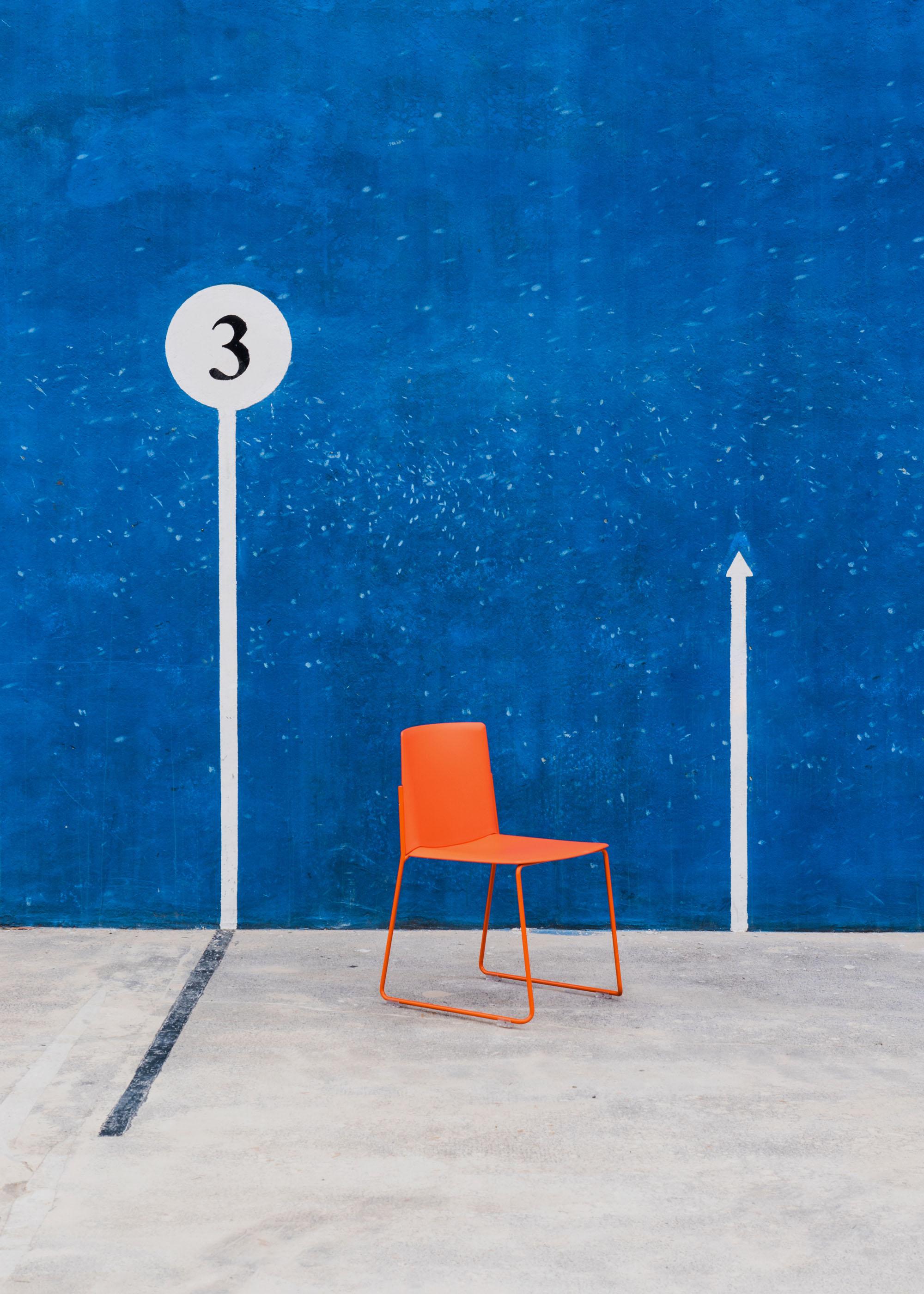 #furniture #enea #design #clase #basque #chairs #stilllife #fronton #blue #orange