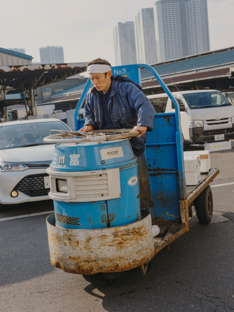 #japan #tokyo #personal #2018 #blue #workers #fishmarket #tsukiji