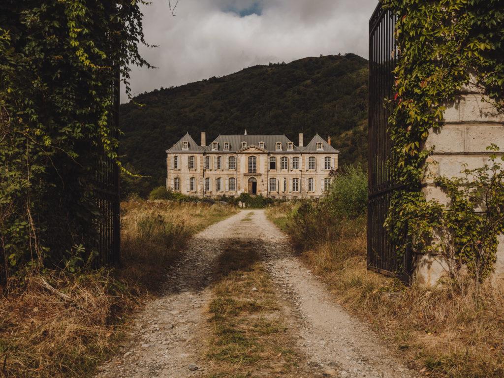 #chateau #gudanes #kinfolk #pyrinees #castle #cobalto