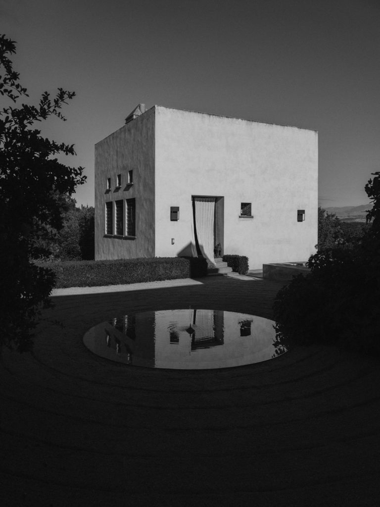 #caruncho #gardener #workspace #studio #editorial #madrid #openhousemagazine #architecture #reflection #blackandwhite