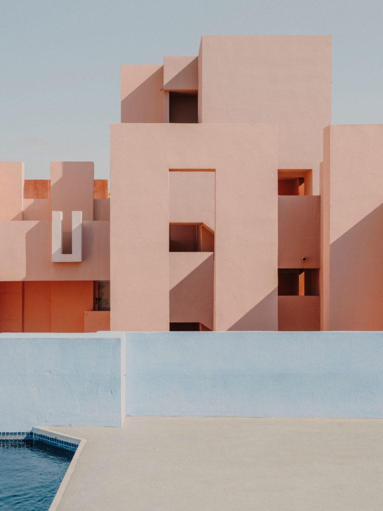 #xanadu #murallaroja #gestalten #visionsof #architecture #bofill #calpe #valencia #spain #pool #pink