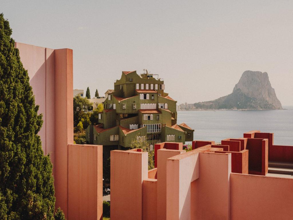#ricardobofill #architecture #murallaroja #xanadu #green #calpe #spain #gestalten #alicante