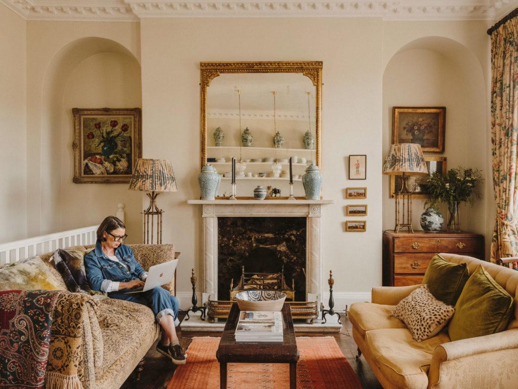 #airbnb #airbnbplus #uk #england #bath #rebecca #lifestyle #livingroom