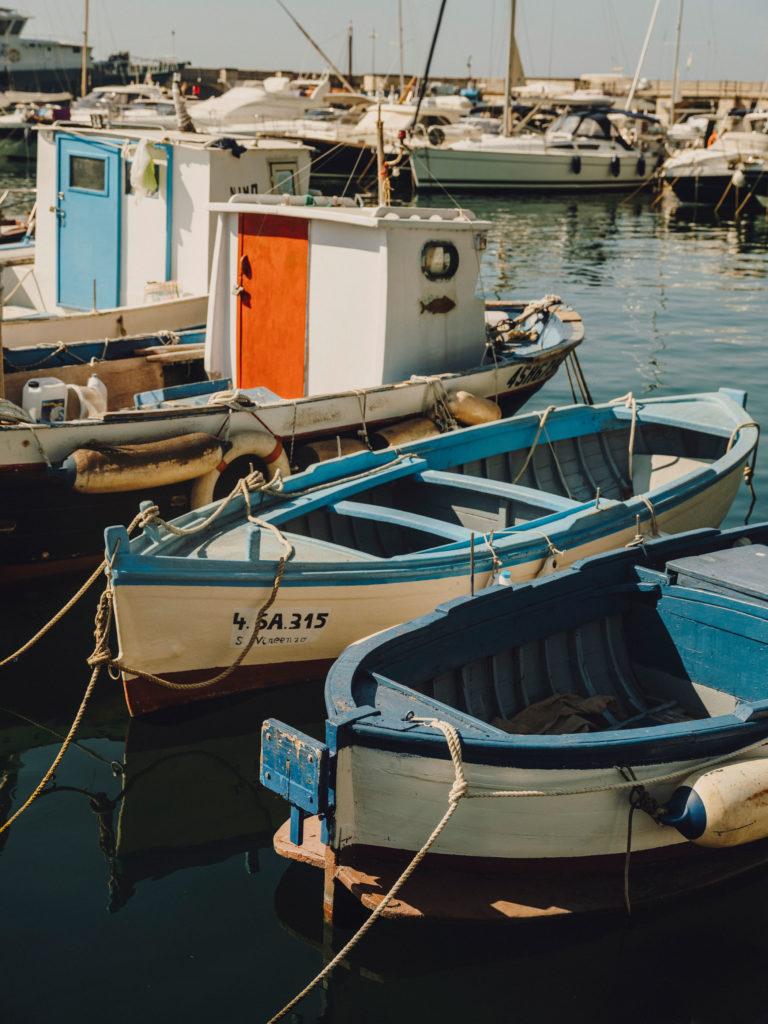 #airbnb #airbnbmagazine #kayak #mediterranean #costaamalfitana #cetara #boats