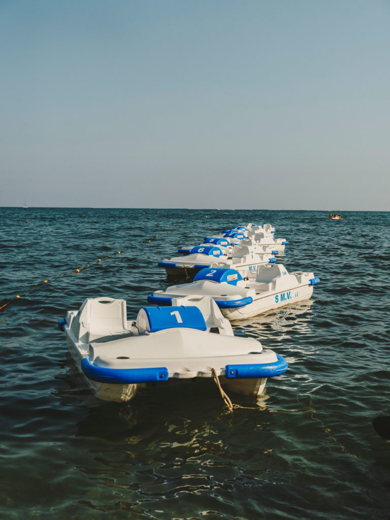 #airbnbmagazine #kayak #mediterranean #costaamalfitana #boats