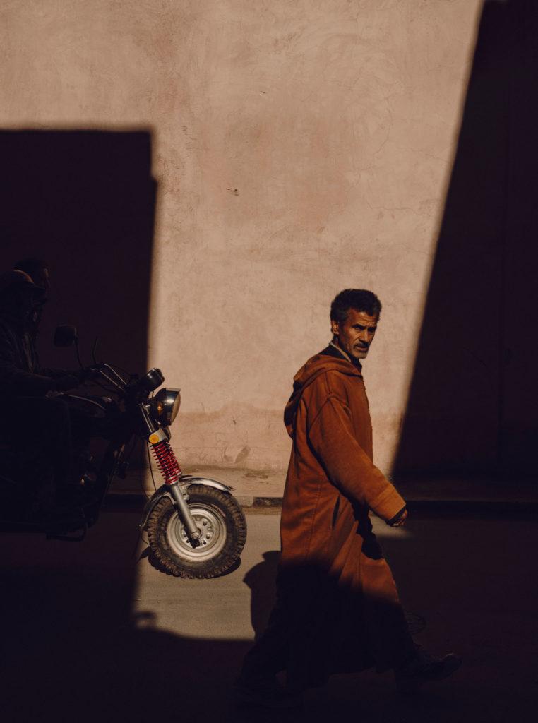 #2018 #marrakech #morocco #wall #people #shadows #motorbike