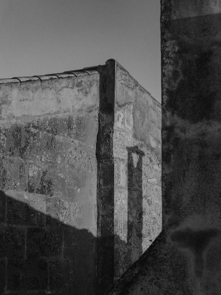 #pottershouse #lucianogiubbilei #mallorca #sonservera #openhousemagazine #details #shadows