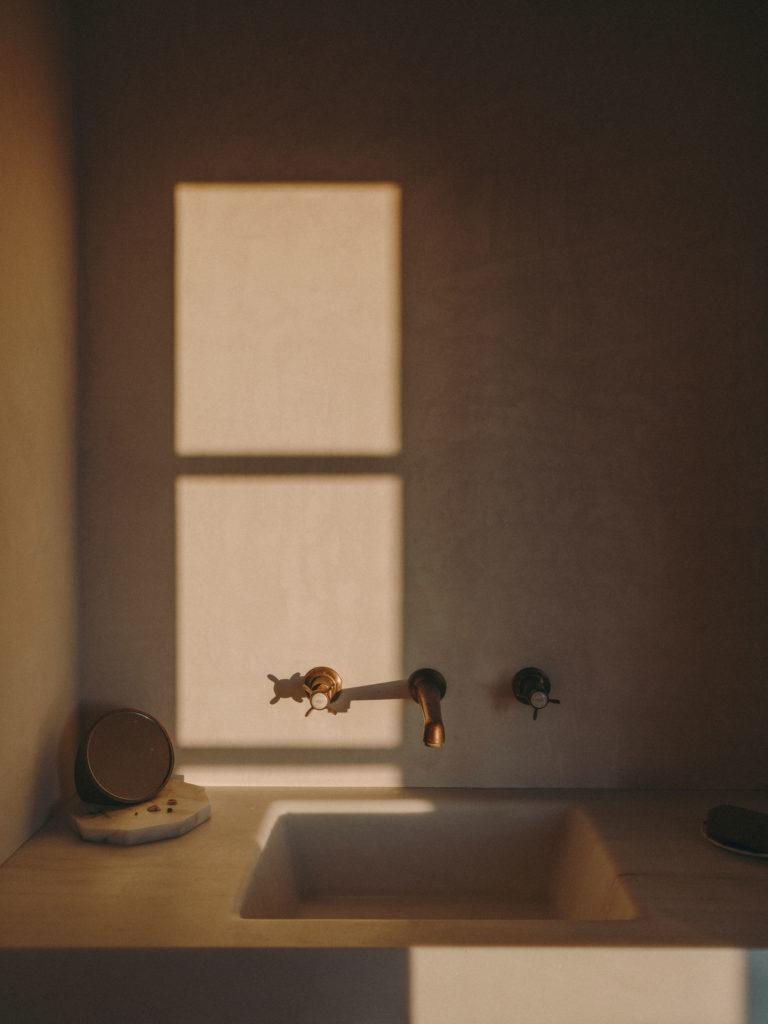 #pottershouse #lucianogiubbilei #mallorca #sonservera #openhousemagazine #interiors #bathroom